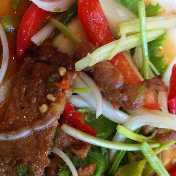 Grilled Pork Salad ยำหมูย่าง @ VT แหนมเนือง สาขา พระราม 9 ( ใกล้ Golden Place )