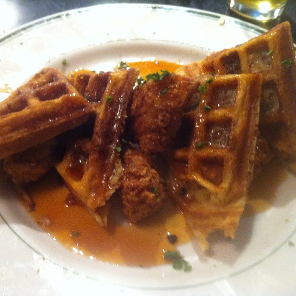Chicken & Waffles @ Hangover Easy