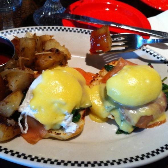 Eggs Florentine @ Skinner's Loft