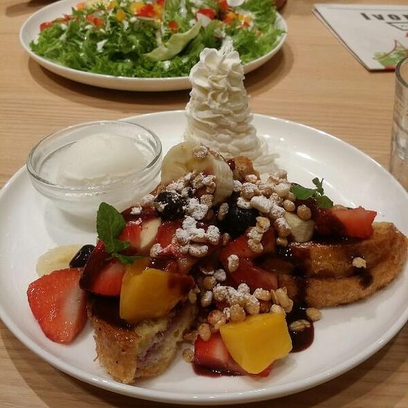 French Toast Of Acai & Some Fruits @ IVORISH Shibuya