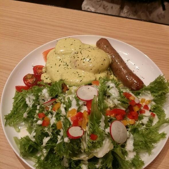 Eggs Benedict @ IVORISH Shibuya