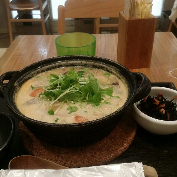 Cha-Nabe Pot Soup Of Pork And Soybeans Milk @ 茶鍋Cafe (マークシティ)