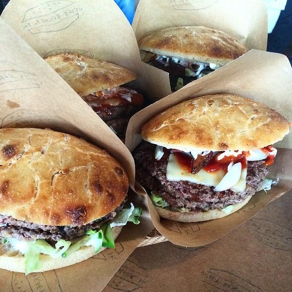 Burger @ Juicy Burger
