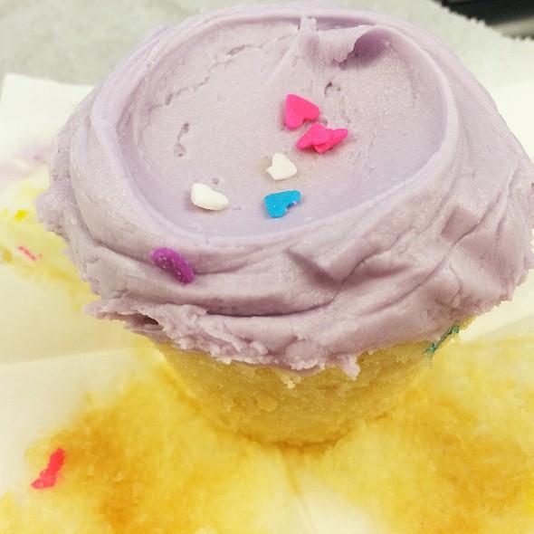 Uniporn Rainho Cupcake @ Baked & Wired