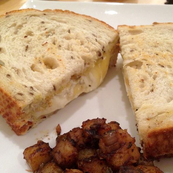 Sandwich De Tres Quesos @ El Mercadito