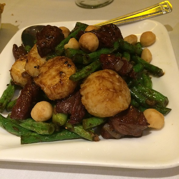 Steak And Scallops With Macadamia