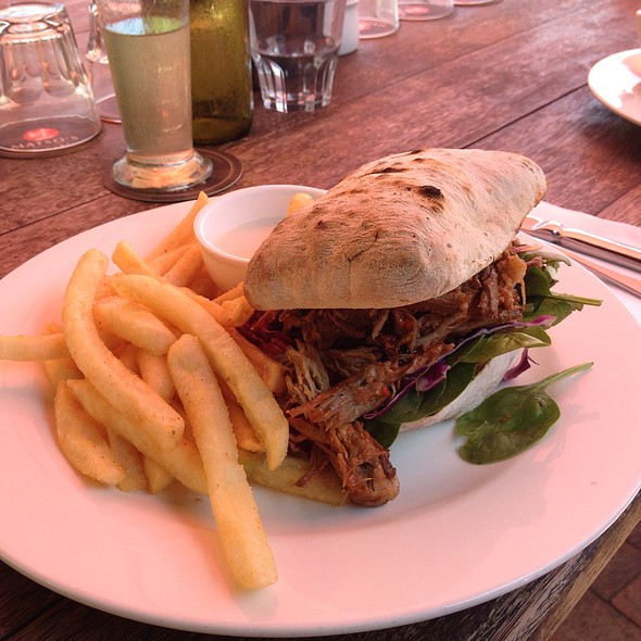 Pulled Pork Sandwich With Chips
