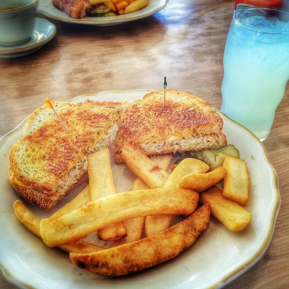 Tuna Melt @ Troy's Family Restaurant