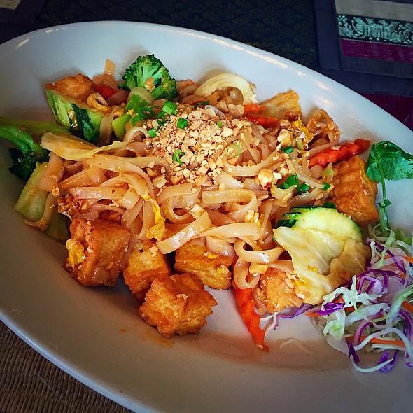 Vegetarian Pad Thai @ Ruan Thai  Tuscaloosa Al