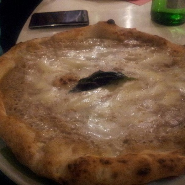 Pizza With Porcini Mushrooms Cream, Truffle And Buffallo Mozzarella @ Rossopomodoro