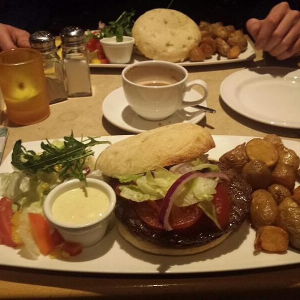 Hamburger Espanola @ Cafe & Bar Celona