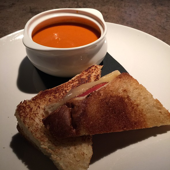 Grilled Cheese Sandwich With Tomato Cream Soup