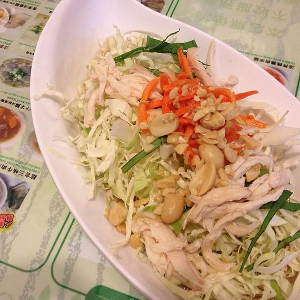 涼拌雞絲沙拉 | Cold Shredded Chicken Salad @ 銀座越南餐館