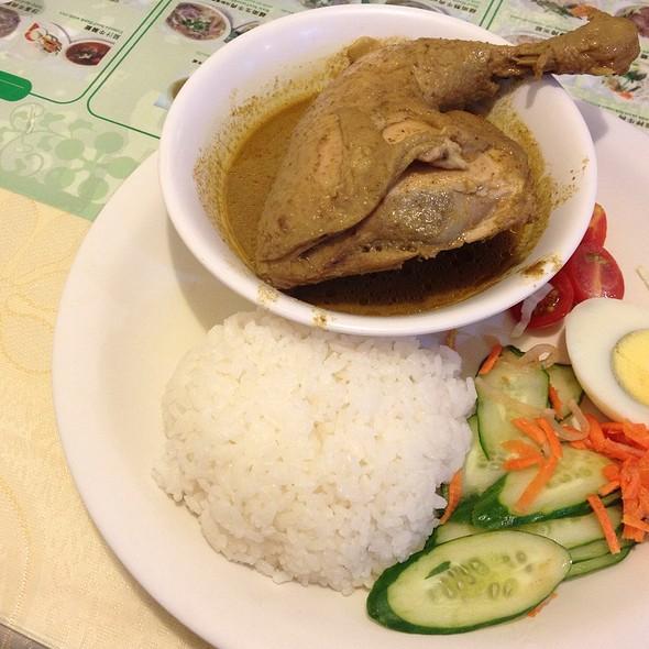 招牌咖哩雞腿飯 | Signature Curry With Chicken Leg And Rice @ 銀座越南餐館