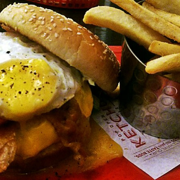 Royal Red Robin Burger w/Fries @ Red Robin Gourmet Burgers