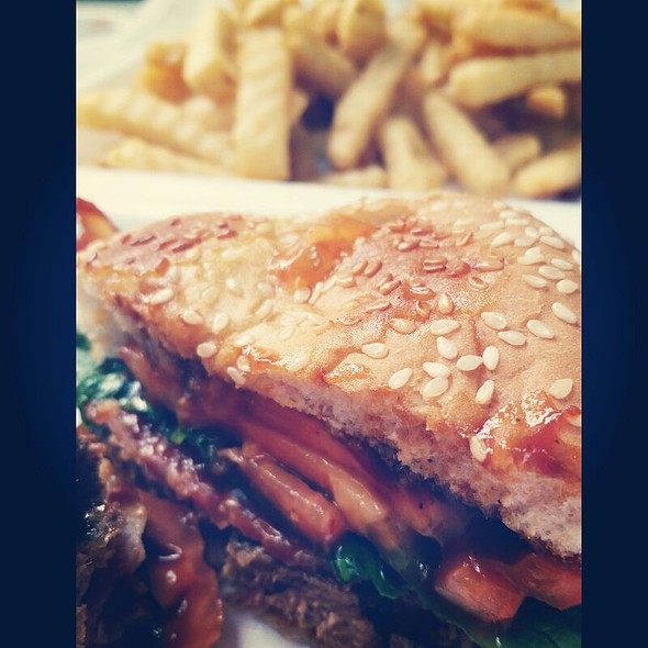 BBQ burger With Applewood Bacon & Crispy Fries