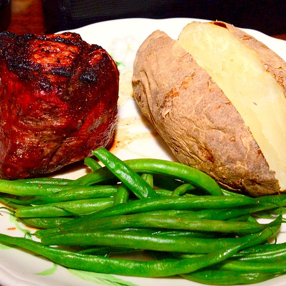 Barrel-Cut Filet Mignon @ Pickwick