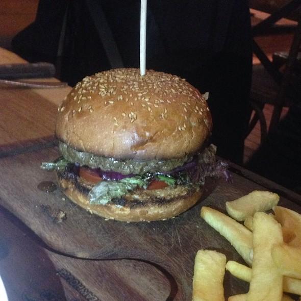 Soğan Ve Hardallı Burger