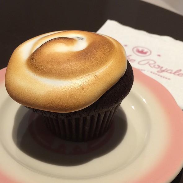Peppermint Hot Chocolate Cupcake