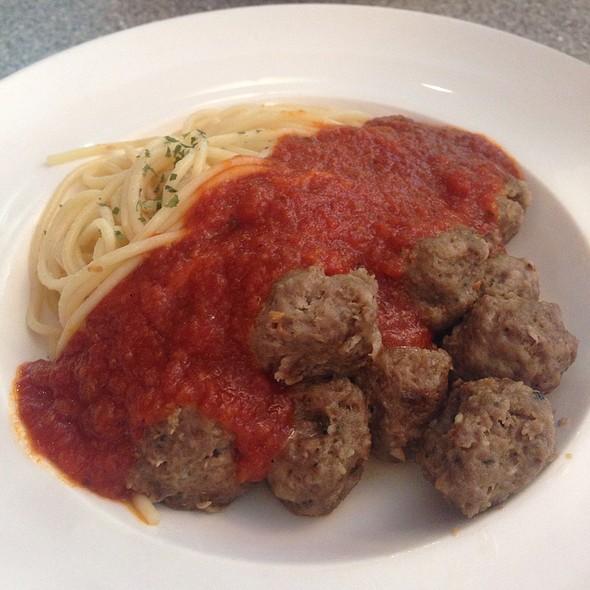 Beef Meatball With Spaghetti