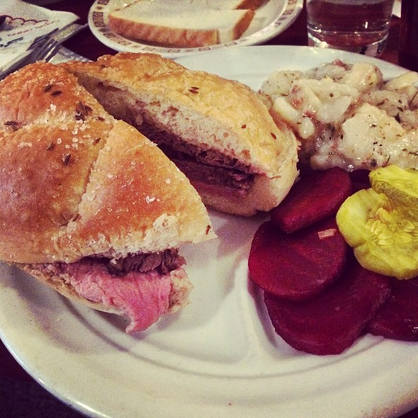 Beef on Weck @ Schwabl's Restaurant