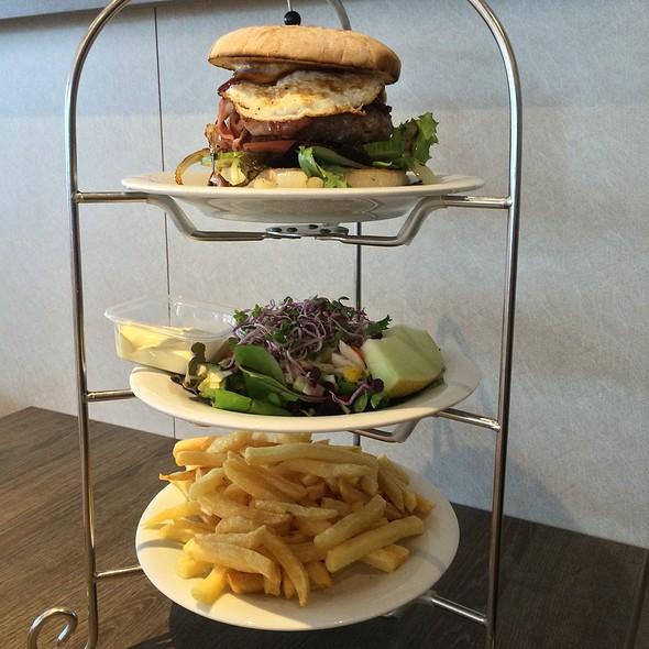 Homemade Worker Burger @ Bon Appetit