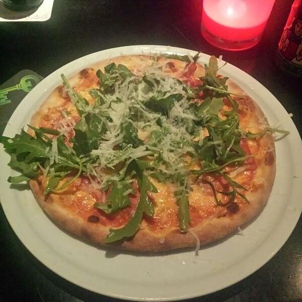 Pizza Paesana @ Pizzeria Regina