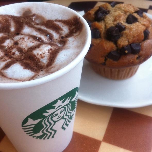 Coccoa Cappuccino E Muffin De Baunilha Com Chocolate @ starbucks dolce vita