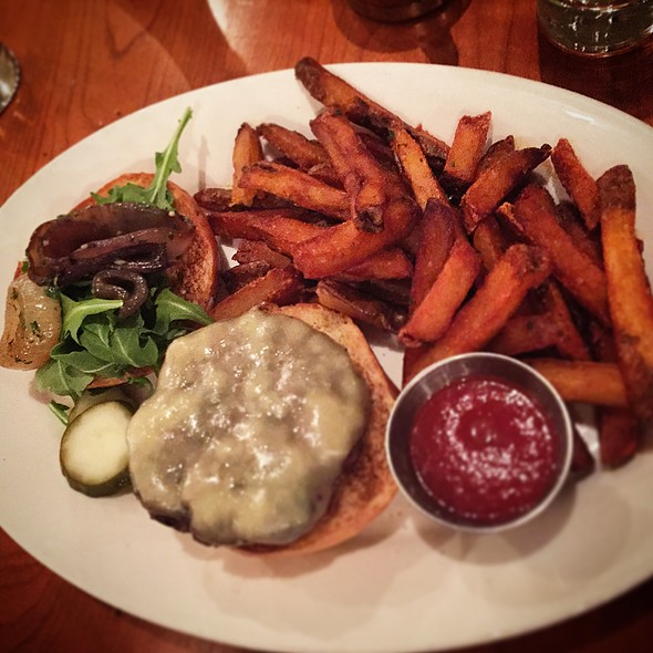 Laplatte River Farm Angus Beef Burger - Guild Tavern, South Burlington, VT