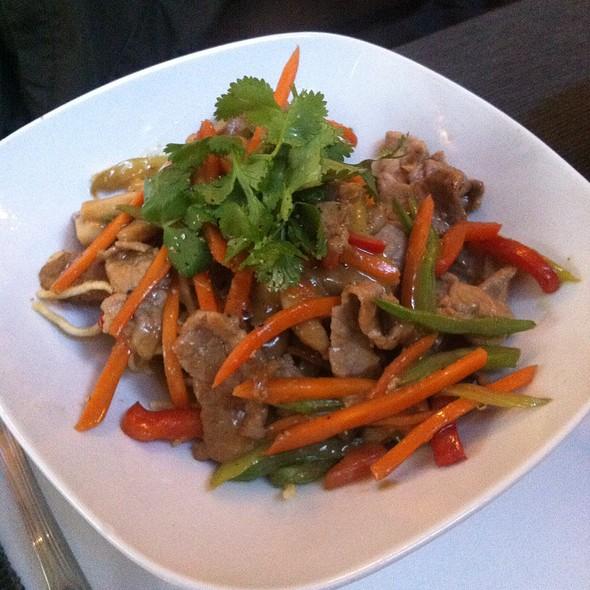 Fideos Crujientes Con Ternera Y Verduras @ Vietnam