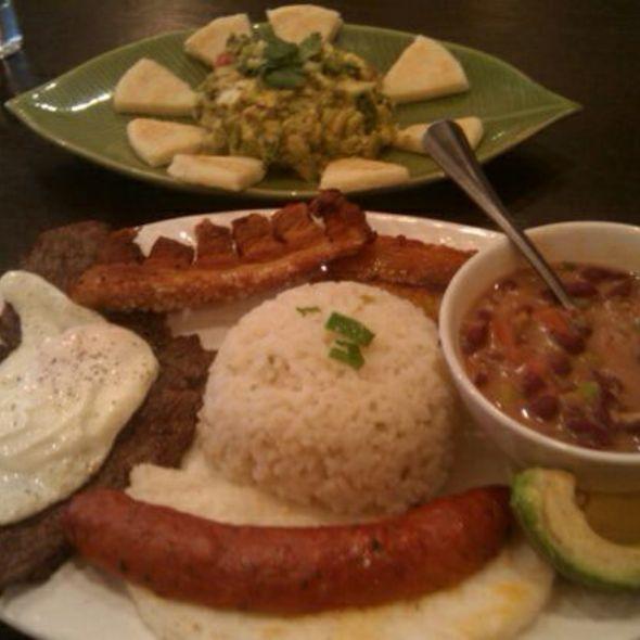 Bandeja Paisa @ Cafecito Bogota