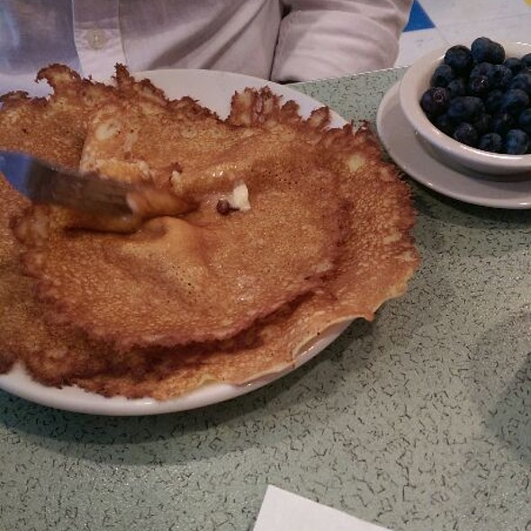 Hotcakes @ P & G's Pamela's Diner