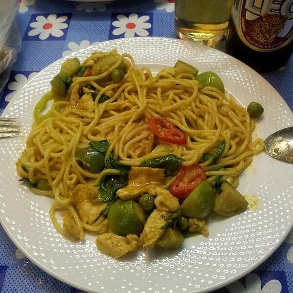 Curry Chicken Spaghetti @ Hua Hin Night Market (ตลาดโต้รุ่งหัวหิน)