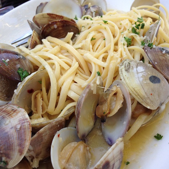 Linguini and Clams @ Fish Market Restaurant