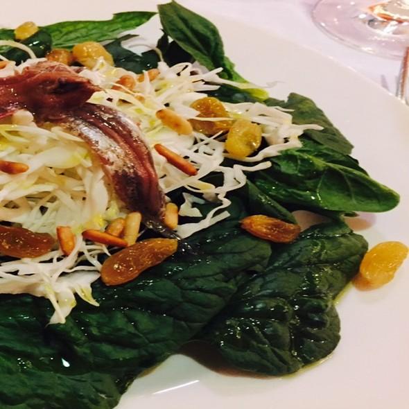 Insalata Di Spinaci Freschi, Acciughe, Pinoli, Uvetta @ Don Abbondio