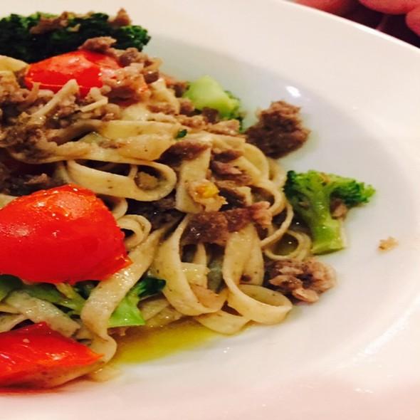Tagliatelle All'orzo Con Broccoli E Pomodorini @ Don Abbondio