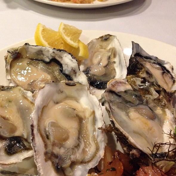 raw oysters - Side Street Inn Kapahulu, Honolulu, HI