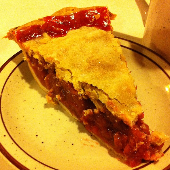 Strawberry Rhubarb Pie @ Main Street Cafe