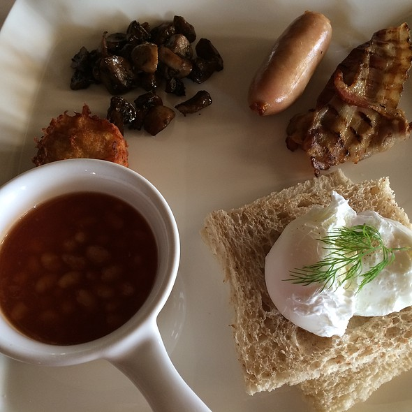 Full English Breakfast @ Al Maha Desert Resort And Spa