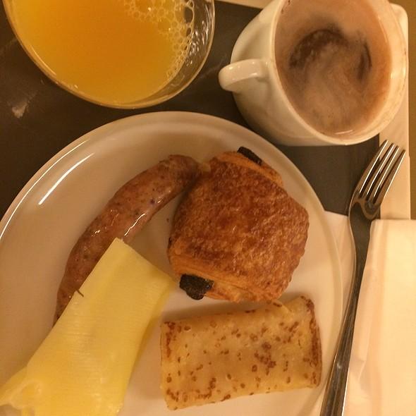 Air France Buffet @ Charles De Gaulle Airport