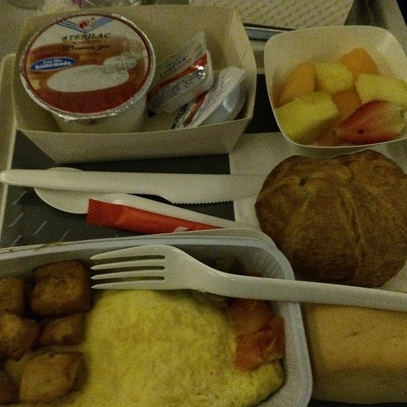 Air France Breakfast @ Charles De Gaulle Airport