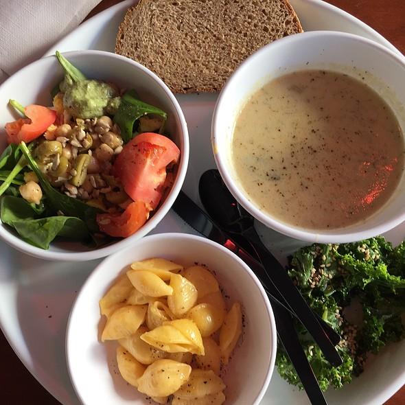 Salad Bar @ Bread Garden Market