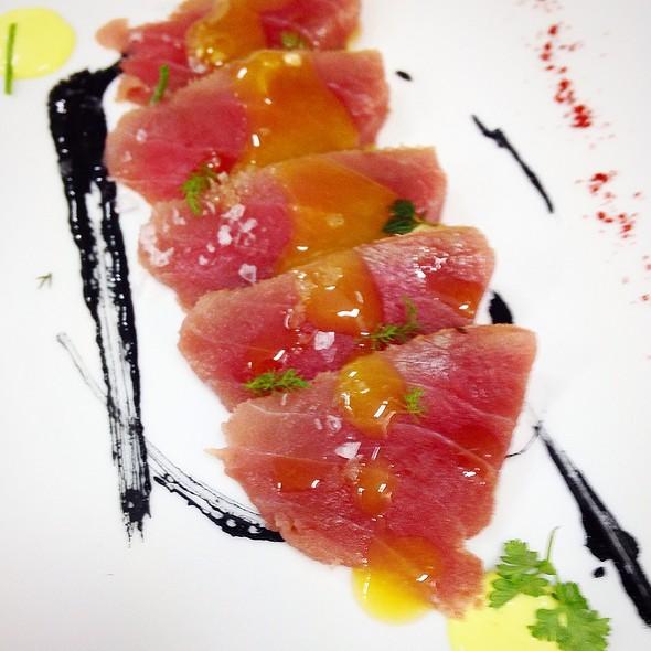 Sashimi Di Tonno Con Riduzione All'arancia E Salsa Alla Curcuma @ Pinturicchio40