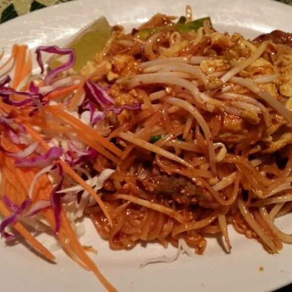 Beef Pad Thai @ Sweet Basil Thai Cuisine