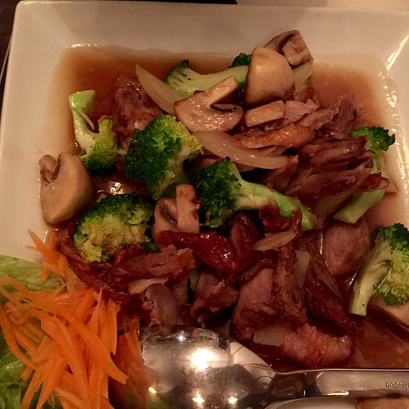 Fried Duck In Oyster Sauce And Vegetales
