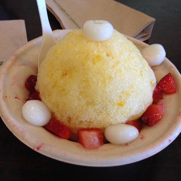 Lilikoi Shave Ice With Strawberries And Mochi @ Uncle Clay's House of Pure Aloha