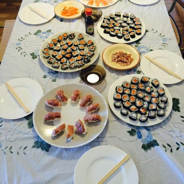 Sushi, Maki, Nigiri, Sashimi, California Rolls @ Casa Jon
