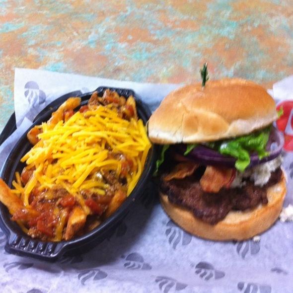 Black & Blue Bacon Cheeseburger @ Backyard Burger