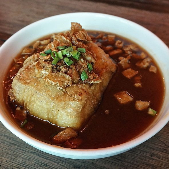 Chui Pei Tofu – tofu hot and crispy on the outside, cool on the inside, garnished with crispy shrimp, radish, spring onion and soy sauce