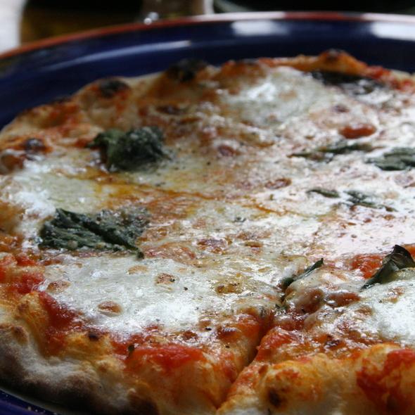 Pizza Margherita @ gigino restaurant